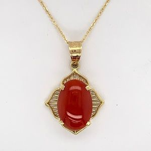 Jewelry - Vintage Coral Pendent